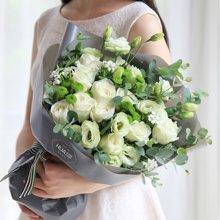 月光女神----白玫瑰11枝,绿色桔梗5枝,小菊3枝,白色石竹梅4枝