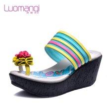 洛曼琪夏新款女鞋高跟坡跟松糕厚底套趾花朵休闲女凉鞋723020