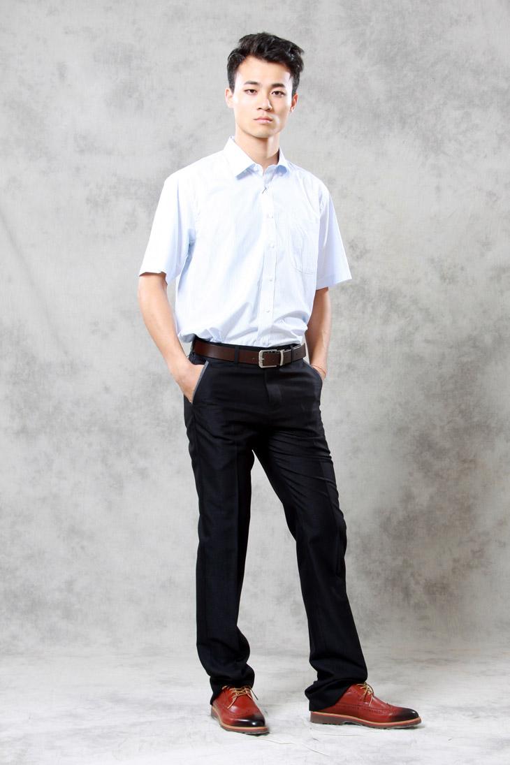 白衬衣黑西裤模特