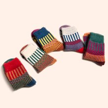 【五条装】俞兆林 女士新款日系原宿羊毛中筒袜 圣诞五色五双组盒装袜  WM7028
