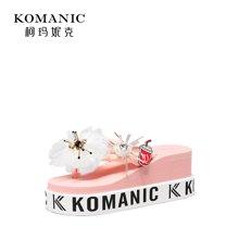 柯玛妮克 2018夏季新款钻饰花朵女鞋 棉布防水台凉拖女坡跟人字拖K80808