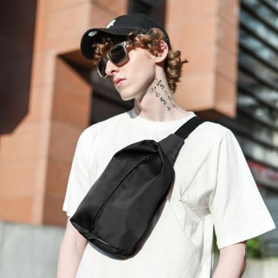 香炫兒XIASUAR 男士包包2019新款時尚胸包潮牌單肩包男斜挎包休閑帆布胸前小背包