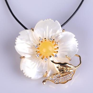 風下Hrfly新款韓版時尚百搭秋冬大衣女配飾花朵白母貝蜜蠟琥珀胸針吊墜兩用