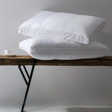 宝缇 柔软舒适枕芯五星?#27602;频?#26517;头 羽绒枕