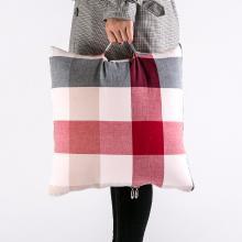 北欧水洗棉格子多功能抱枕被 日式手提汽车空调靠垫被子