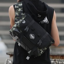 香炫兒XIASUAR 時尚潮流單肩斜挎包男騎行運動休閑雙面個性挎包男士迷彩包