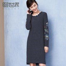 熙世界中长款长袖条纹连衣裙女冬装新款刺绣SL144