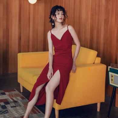 NewmanCity2019夏新款亮絲復古法式吊帶連衣裙褶皺不規則開叉紅色長款度假裙Diaodai47