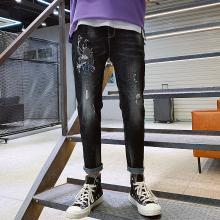芃拉牛仔褲男韓版潮流個性刺繡修身彈力青年9分小腳褲LDZ1562