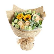 晴朗----香檳玫瑰11枝,向日葵2枝,綠色桔梗5枝,綠色小菊3枝,葉上花3枝