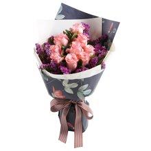 粉恋----戴安娜粉玫瑰9枝,搭配紫红色勿忘我栀子叶适量