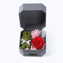 迷你兔·红----苔藓小兔1只、进口红色永生玫瑰1朵、樱花粉小玫瑰1朵