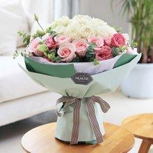 甜美公主----白玫瑰22枝,粉佳人粉玫瑰14枝,粉色桔梗5枝