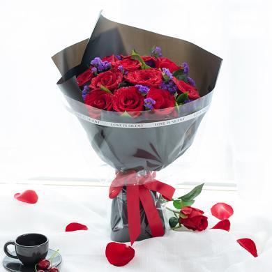 【簡單愛】11枝紅玫瑰搭配勿忘我梔子葉適量鮮花花束女友愛人生日紀念日禮物鮮花速遞同城