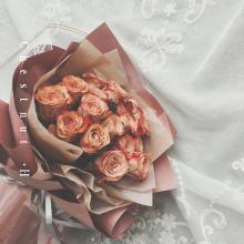 小栗馬馬原創手作鮮花 進口卡布奇諾復古玫瑰 色澤優雅 鮮花新鮮嬌嫩 18支 求婚情人節教師節 高檔雙面花紙包裝