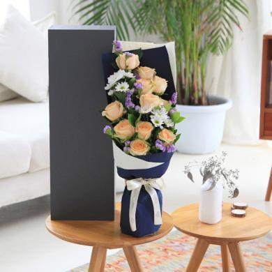 我只鐘情你----香檳玫瑰11枝、白色小雛菊3枝