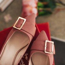 如熙女生鞋子新款女方扣韓版珍珠百搭粗跟尖頭單鞋女溫柔風潮182QDDX4379
