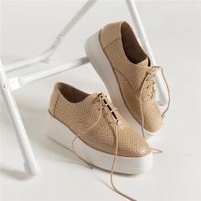 青婉田镂空设计新款女鞋坡跟单鞋女百搭真皮厚底松糕鞋女英伦A19CD1249