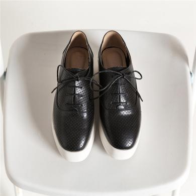 青婉田鏤空設計新款女鞋坡跟單鞋女百搭真皮厚底松糕鞋女英倫A19CD1249
