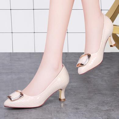 古奇天倫金屬裝飾尖頭女鞋水鉆馬蹄跟女單鞋防水臺女鞋子8566-1