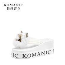 柯玛妮克 2018夏季新款休闲坡跟防水台女鞋 猫头棉布厚底人字拖女K82126