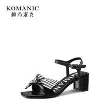 柯玛妮克 2018夏季新款黑色粗跟女鞋子 格纹结饰羊皮凉鞋女高跟鞋K84602