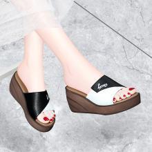 古奇天倫 夏季新款露趾坡跟女拖鞋厚底一字拖涼鞋子女帶防水臺 GQ/9530