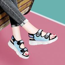古奇天倫 新款涼鞋女露趾坡跟涼鞋夏季流行亮片魔術貼鞋子女 GQ/9489