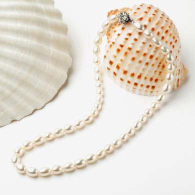 石玥珠寶 天然淡水珍珠水滴形米珠鎖骨鏈 ZC03028